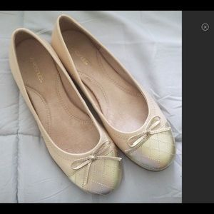 Never worn aerosoles flats Gold accents Comfortabl